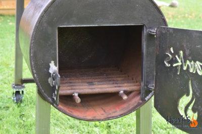 Hank's Offset Smoker - firebox eldgaller