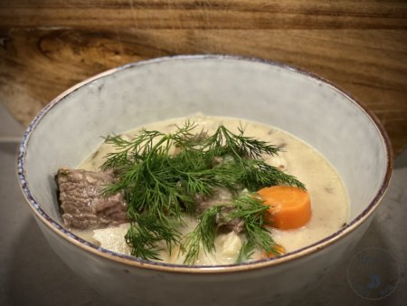 Veal casserole with dill